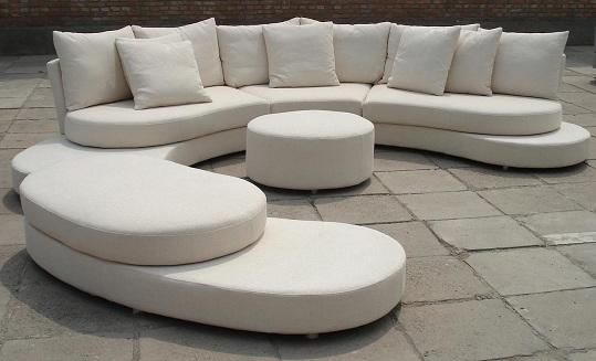 Beyaz deri ofis koltukları